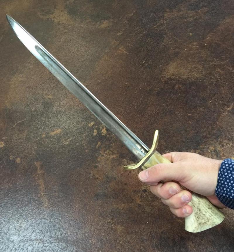 Réfection d'un manche de couteau - Page 7 Dague_11