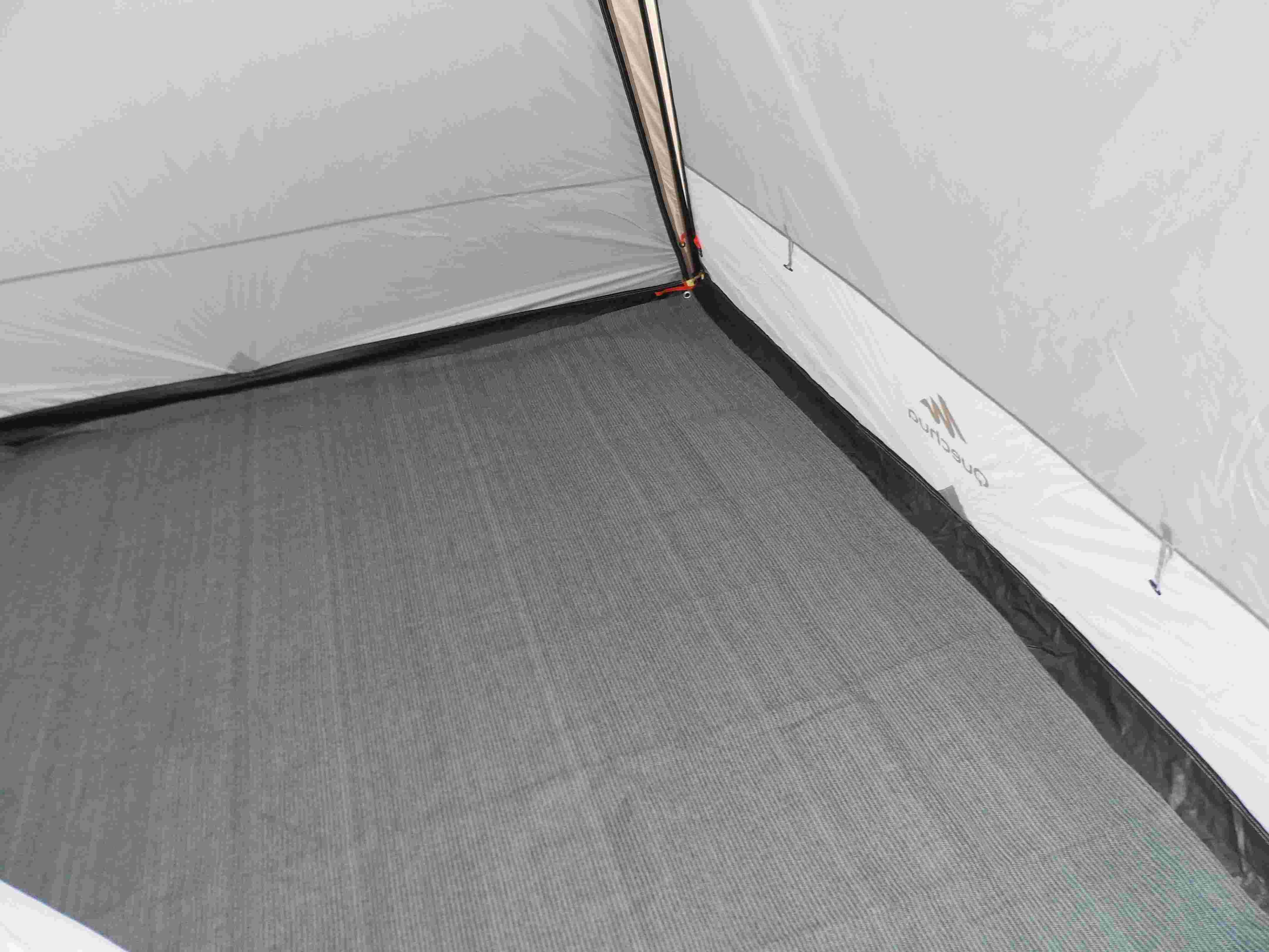 tapis - séjour avec portes quechua + tapis Sam_2313