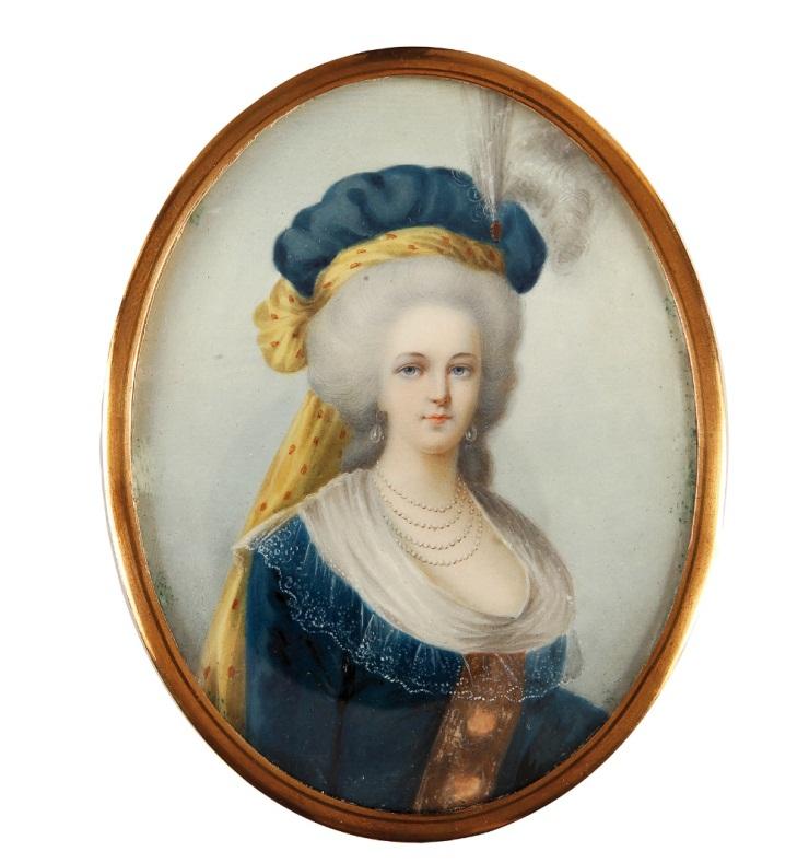 Marie-Antoinette au livre en robe bleue - Page 4 Marie-10