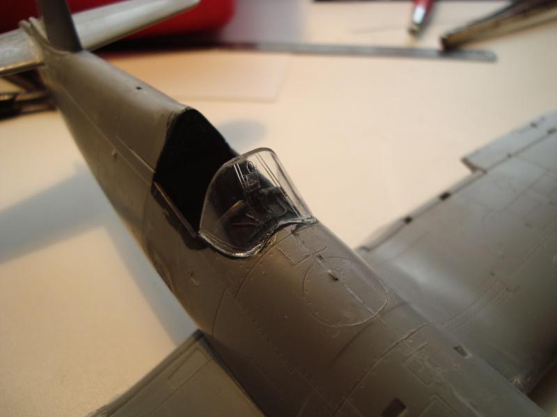 F4U-7 CORSAIR 1/48°  Enfin terminé!!! - Page 6 Dsc01717