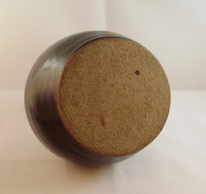 Mystery Pot Unmarked But Good Quality Dscf4214