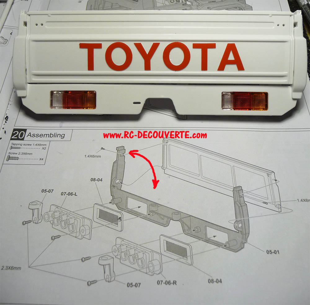 Montage carrosserie Toyota Land Cruiser LC70 Killerbody du Kit BRX01 - Page 2 Carros25