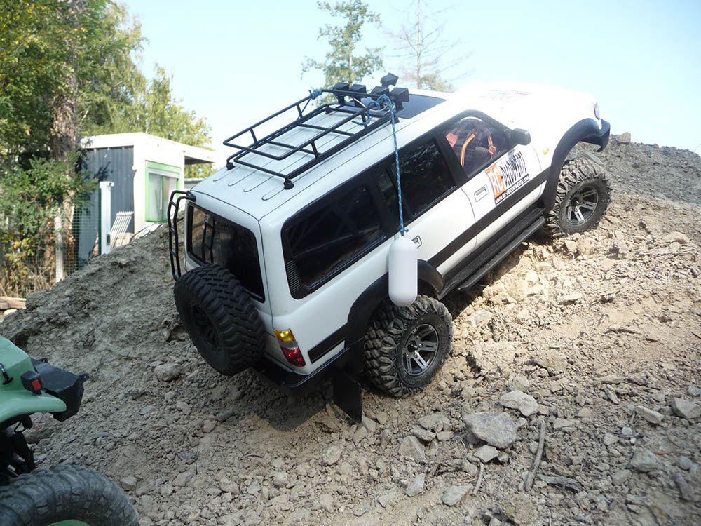 Toyota LC80 HDJ80 sur chassis Scx10 - Page 5 Toyot107
