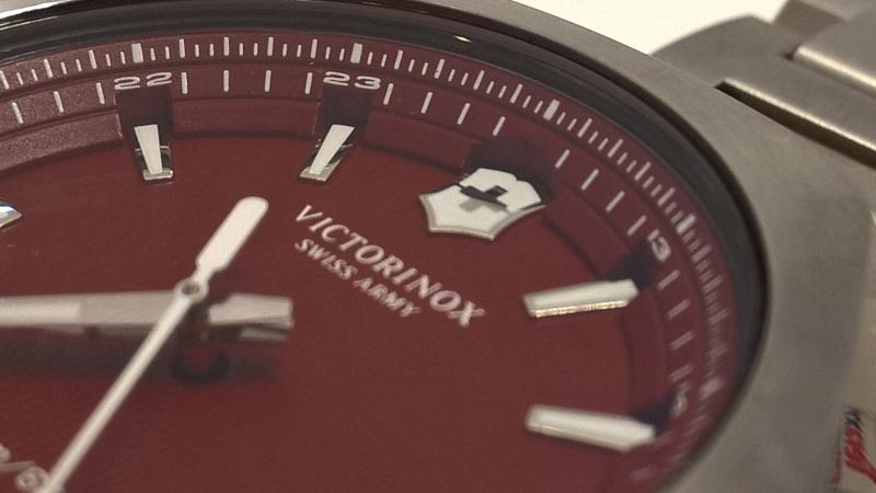victorinox - [Revue] Victorinox Inox rouge sur acier Image27