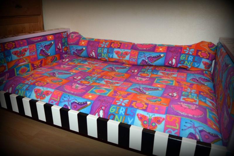 Canapé lit pour nos loulous. 12888510