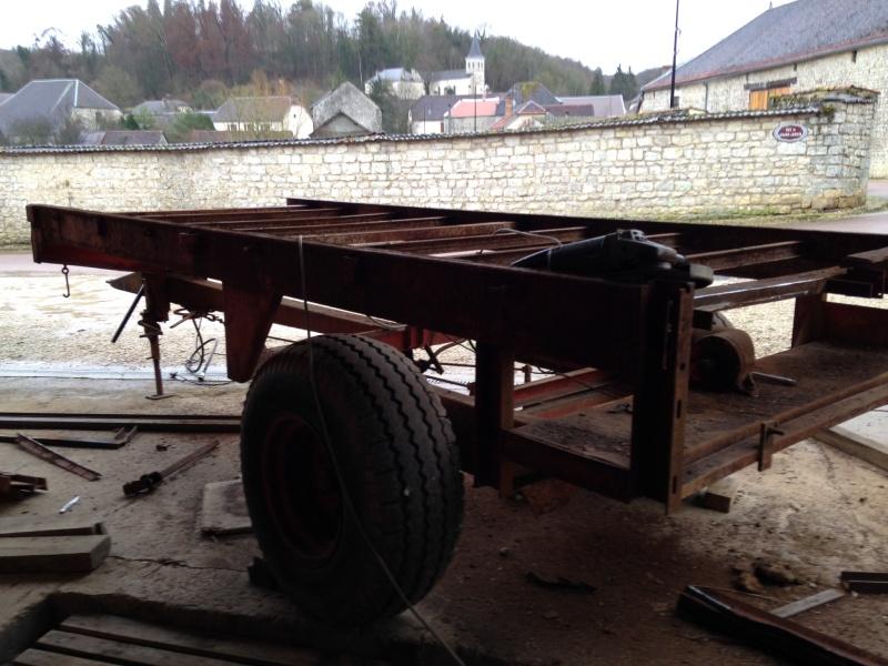 transformer un vieux épandeur à fumier en remorque plateau Image12