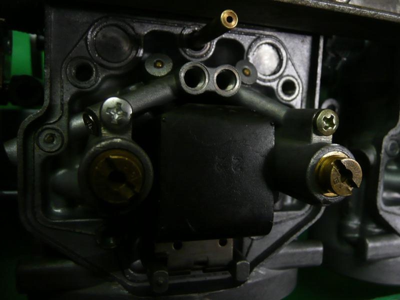 ADAPTATION RAMPE CARBU POUR KAWA GPZ 750 R NINJA P1120810