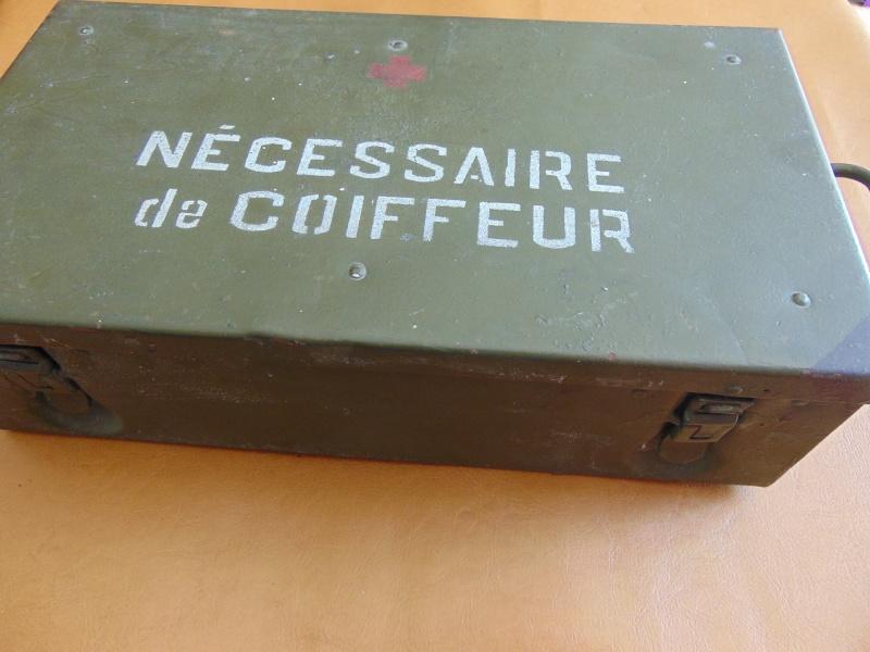 Nécessaire de coiffeur militaire 1950/1980 Dsc04112