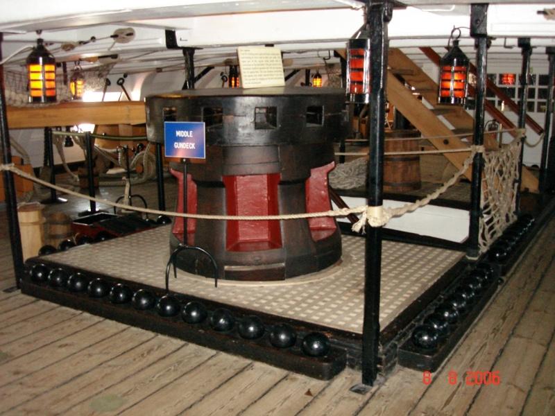 """Construction du """"Sovereign of the Seas"""" au 1/84 par Glénans - Partie II Dsc00810"""