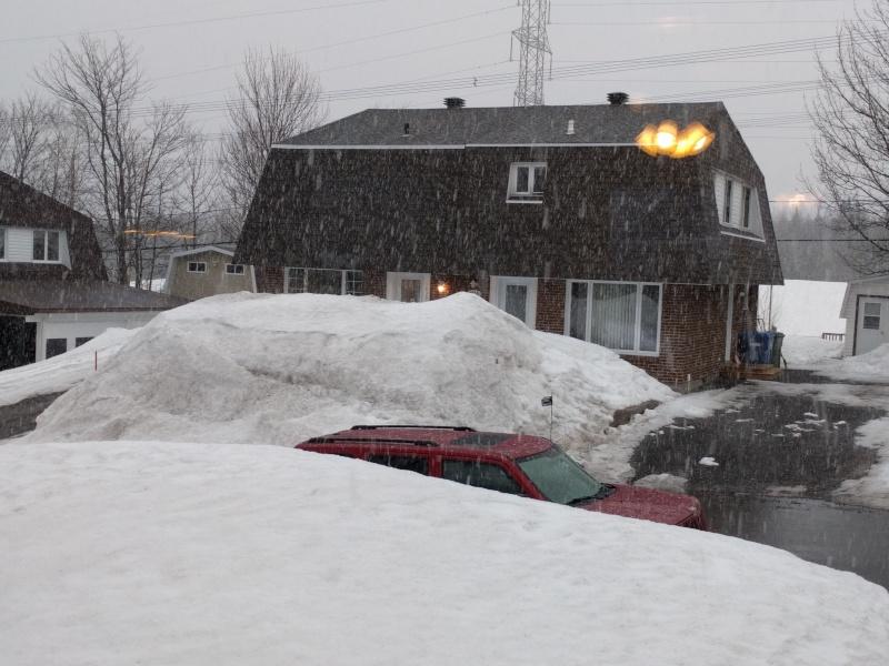 glace sur le toit de la roulotte Img_2010