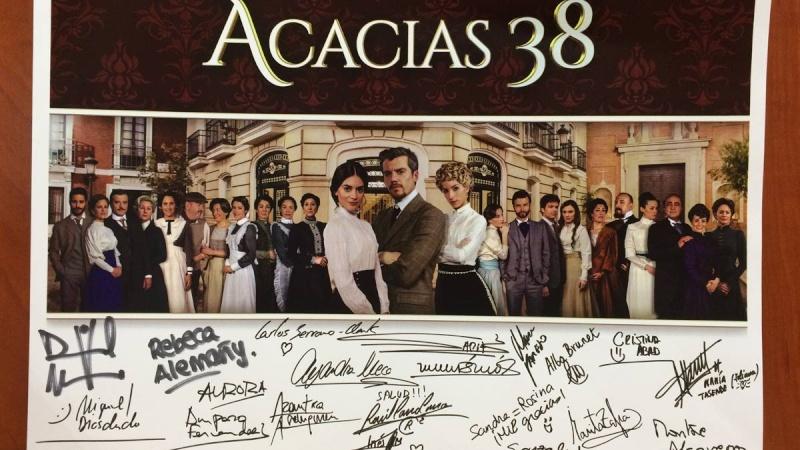 Gana un póster firmado por los actores de Acacias 13047711