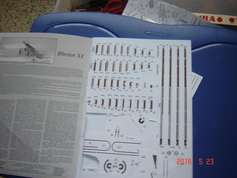 Blériot XI en carton Dsc09512