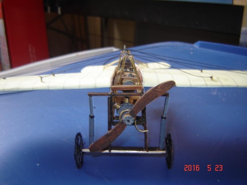 Blériot XI en carton Dsc09513