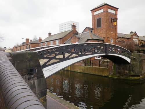 Le pont, incontournable du paysage routier Cov02110