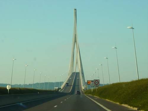 Le pont, incontournable du paysage routier - Page 2 Dsc00910