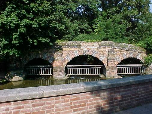 Le pont, incontournable du paysage routier - Page 2 Farn_o10