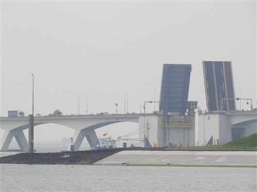 Le pont, incontournable du paysage routier Zandma25