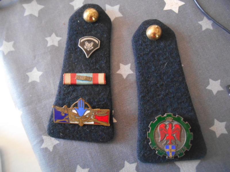 Pattes d'épaules et insignes période Algérie : 79e compagnie de Q.G. SOLDES Dscn5424
