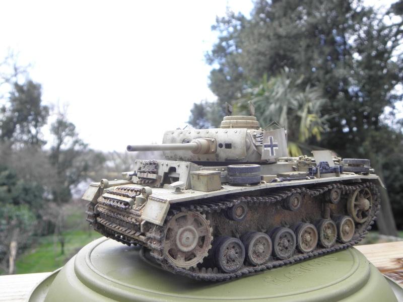 Panzer III Ausf M Dragon 1/35 canon et schürzen en photodécoupe P3280415