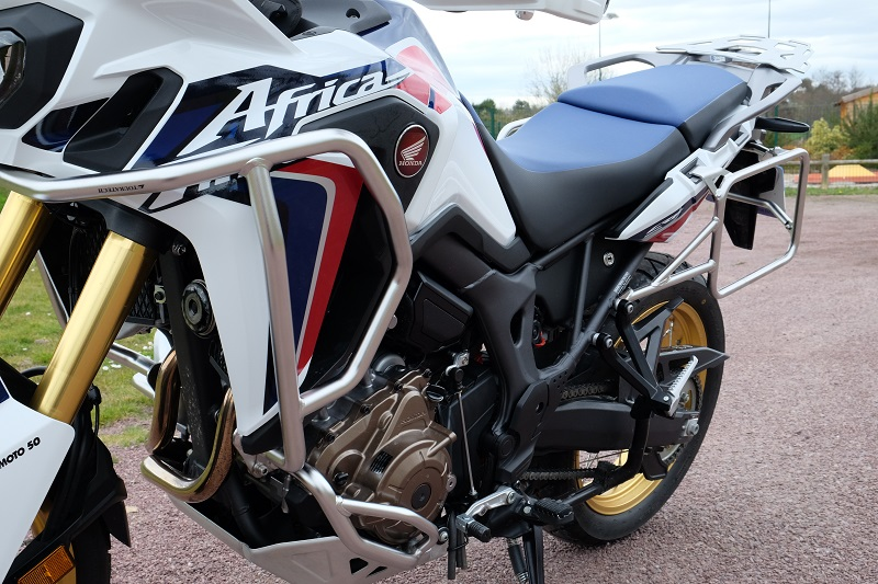 Valises Touratech sur CRF 1000 Africa Twin Dscf3312