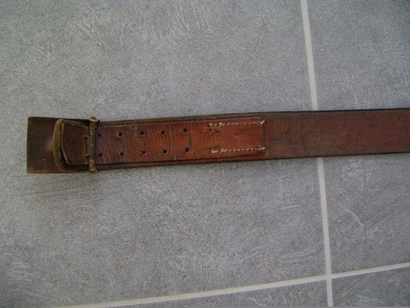 212e84a2ed73 j aimerais me faire une idée de la valeur de ce ceinturon kriegsmarine  boucle dénazifier , anodisé , ceinturon cuir bien datée 1943et code rbnr