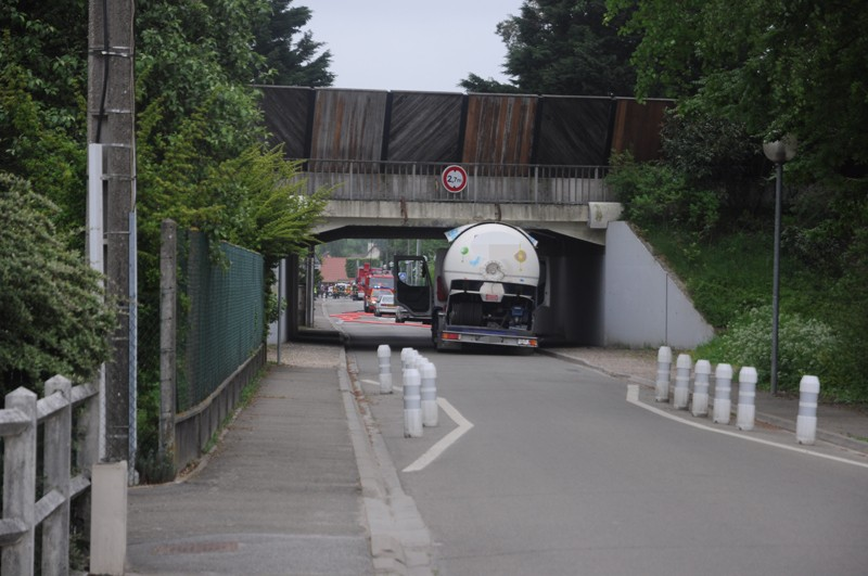 Le pont, incontournable du paysage routier - Page 2 20110413
