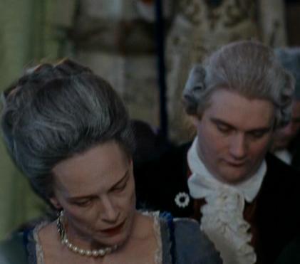 Marie Antoinette avec Kirsten Dunst (Sofia Coppola) - Page 3 Maga-e11