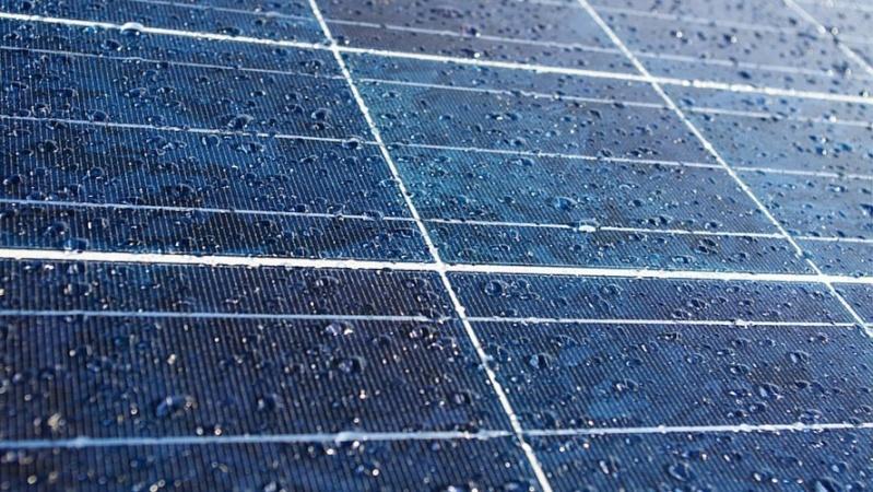 Des panneaux solaires qui récupèrent l'énergie de la… pluie ! Ob_41810