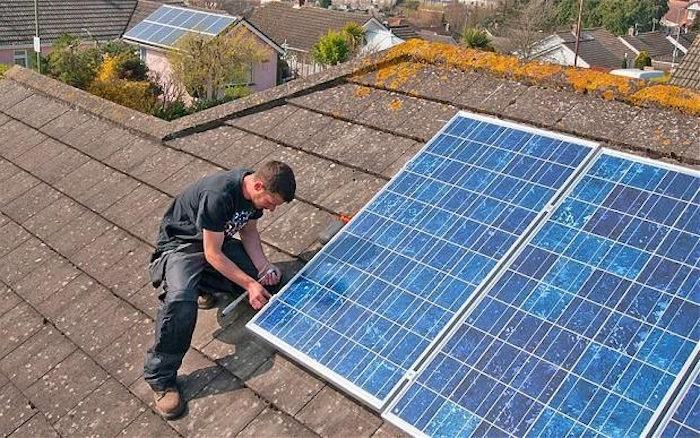 Des panneaux solaires qui récupèrent l'énergie de la… pluie ! Pluie-10