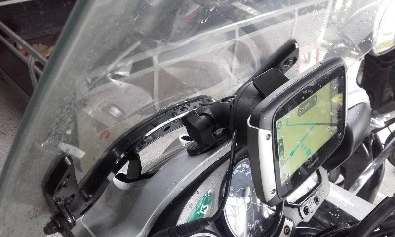 SUPPORT GPS AU DESSUS DU COMPTEUR Gps10