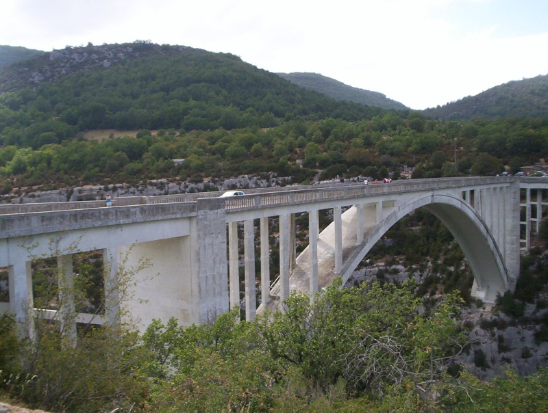 Le pont, incontournable du paysage routier - Page 3 100_2610