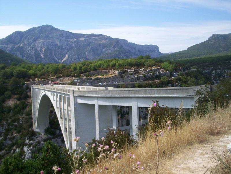 Le pont, incontournable du paysage routier - Page 3 100_2611