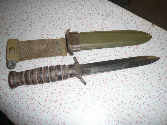 Les Couteaux USM3 + Les Fourreaux ....Les Fabricants.... P1030915