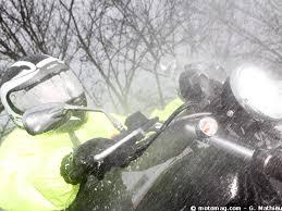 Photos de vous et de votre moto devant ....un château  - Page 12 Froid10