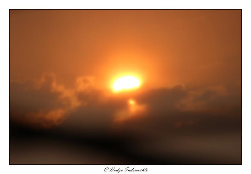 Lever ou coucher de soleil. Cadri240