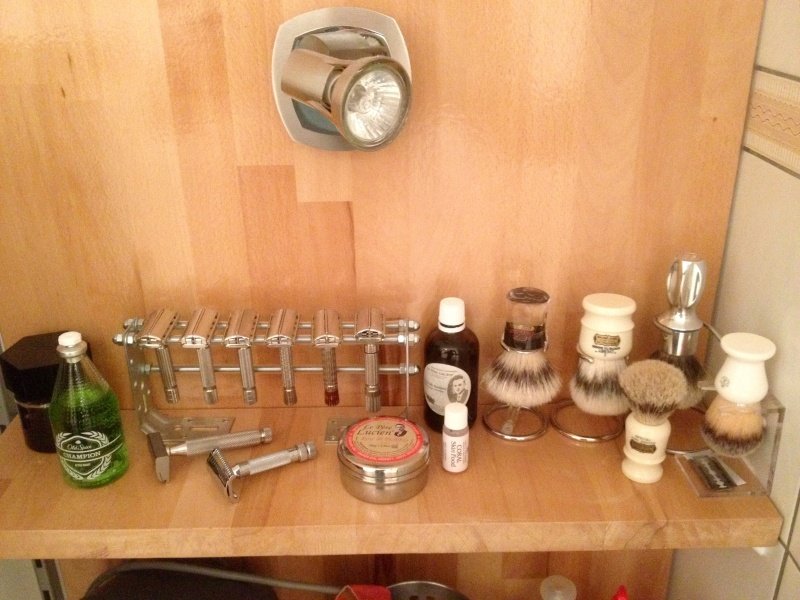 Photos de votre armoire spéciale rasage (ou de la partie réservée au rasage) - Page 25 Image61