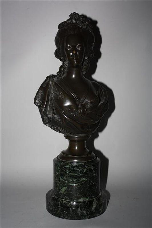 A vendre: bustes Marie Antoinette - Page 4 14635610