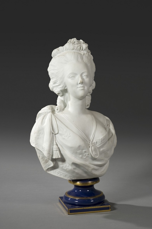 A vendre: bustes Marie Antoinette - Page 4 Zbuste10