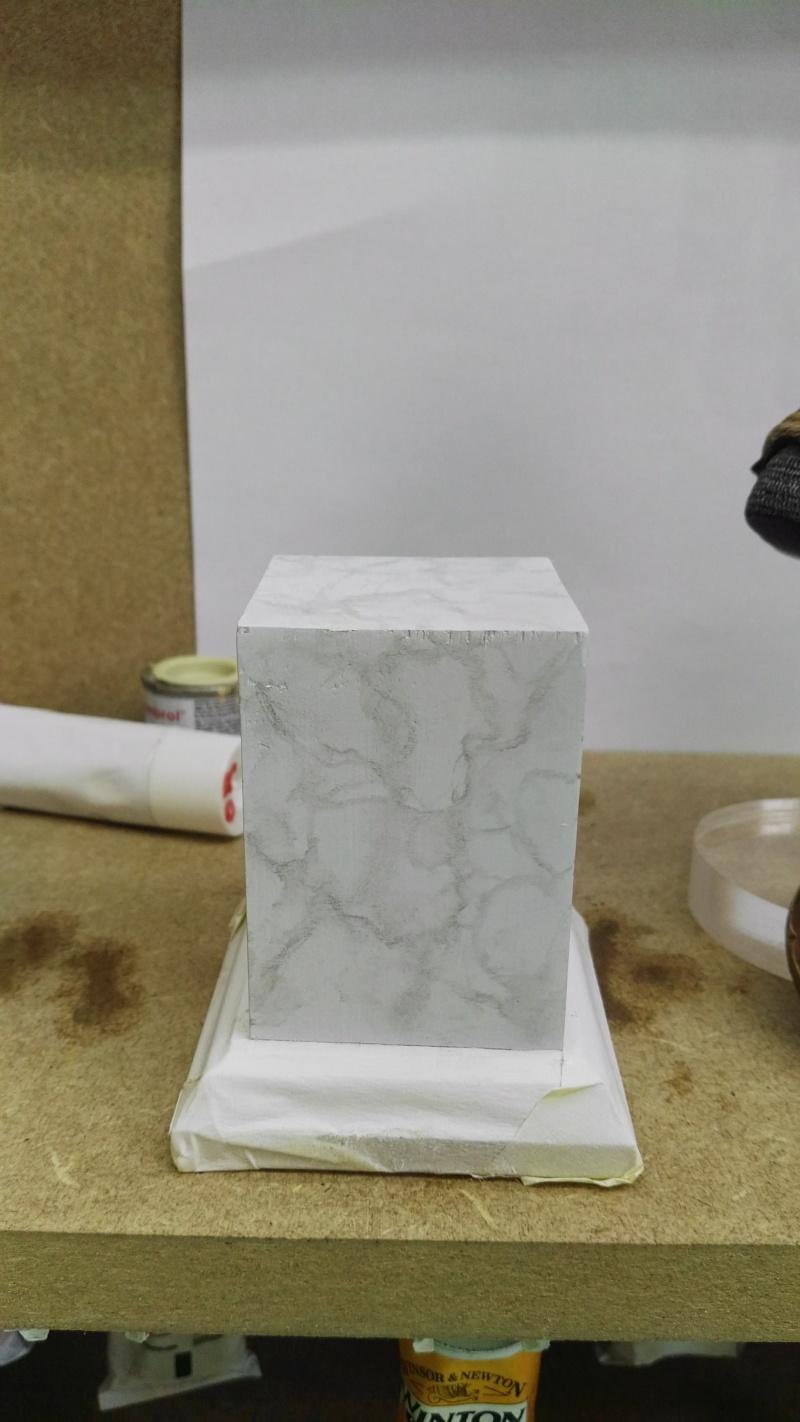 Transformer un socle en bois en socle de marbre (faux marbre) deuxièmes veines Img_2049