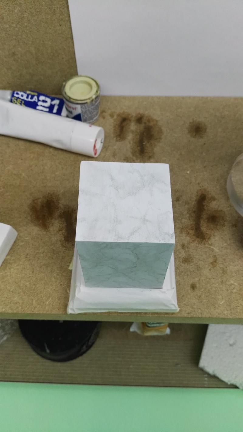 Transformer un socle en bois en socle de marbre (faux marbre) deuxièmes veines Img_2051