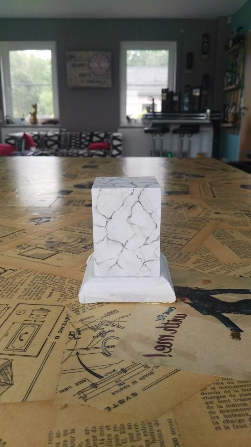 Transformer un socle en bois en socle de marbre (faux marbre) deuxièmes veines Img_2054