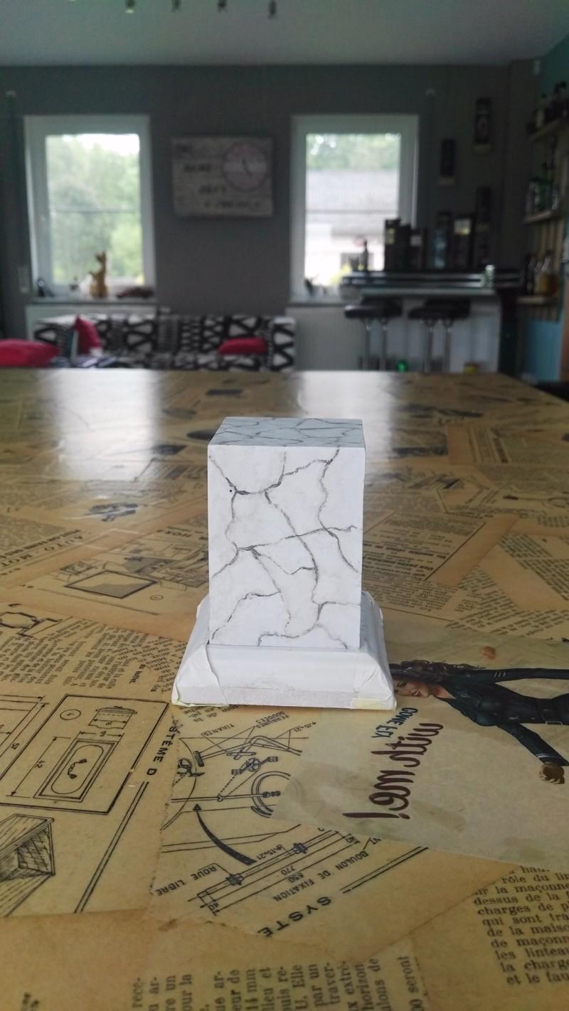 Transformer un socle en bois en socle de marbre (faux marbre) deuxièmes veines Img_2056