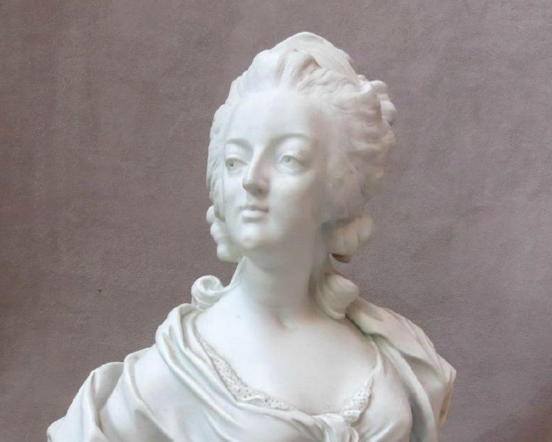 A vendre: bustes Marie Antoinette - Page 4 Zloulo10