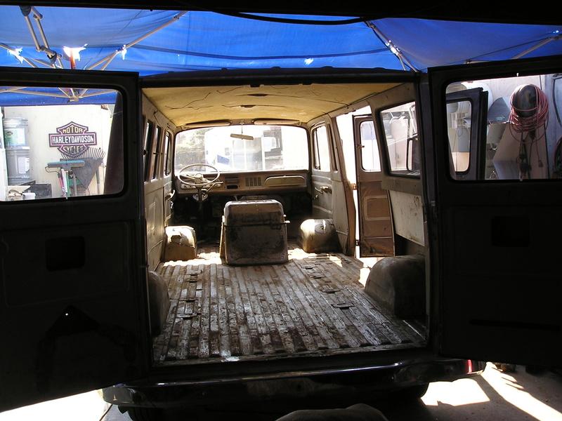 Russell's '66 Sportvan Deluxe Clean110