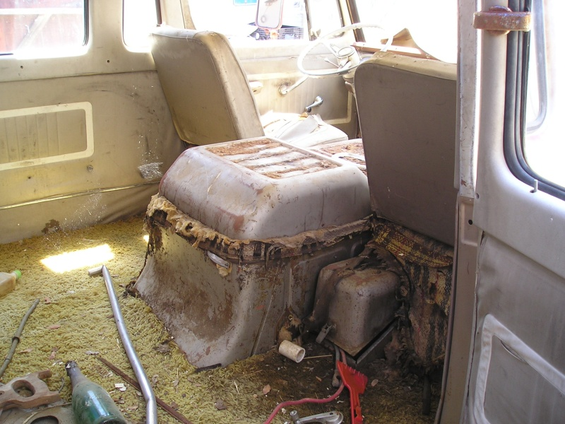 Russell's '66 Sportvan Deluxe First_11