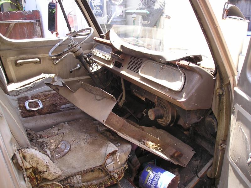 Russell's '66 Sportvan Deluxe First_13