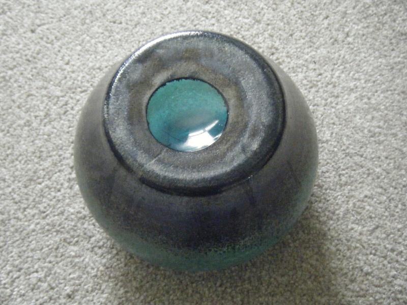 SQUAT GLASS VASE  : UNSURE OF MAKER Dscf6114