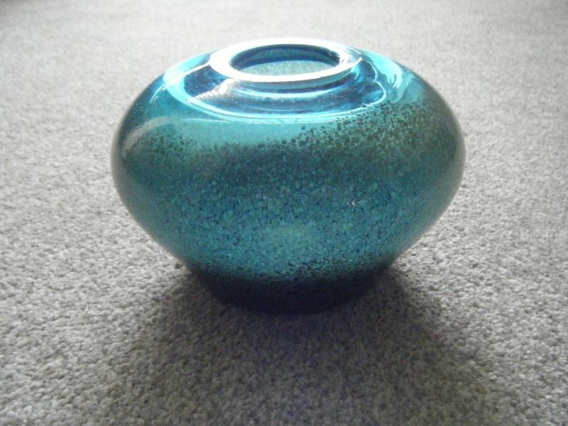 SQUAT GLASS VASE  : UNSURE OF MAKER Dscf6115