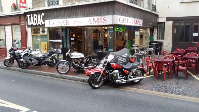Un bar une Norton dans la vitrine 21091512