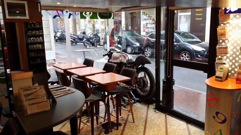 Un bar une Norton dans la vitrine Bar_in10